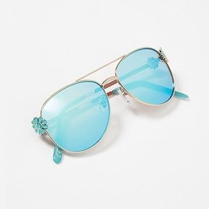 Blue daisy aviator sunglasses